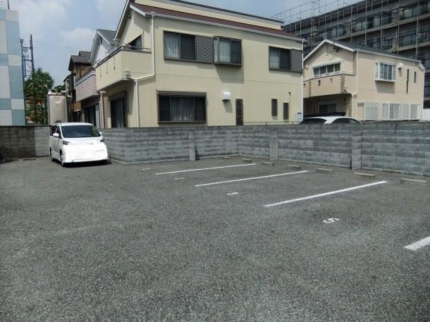 7街区中駐車場
